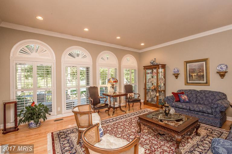 Home of the Week: Wall of windows in the family room